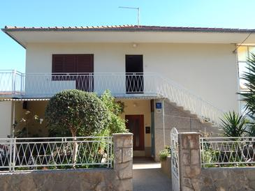 Stari Grad, Hvar, Property 14831 - Apartments and Rooms with pebble beach.