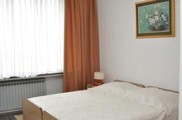 Zagreb, Bedroom in the room, air condition available, (pet friendly) and WiFi.