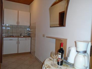 Orebić, Kitchen in the studio-apartment, (pet friendly) and WiFi.
