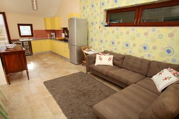 Vinišće, Obývací pokoj v ubytování typu house, s klimatizací, domácí mazlíčci povoleni a WiFi.