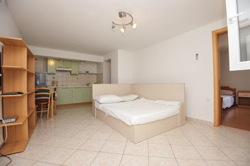 Stara Novalja, Living room in the apartment, air condition available and WiFi.