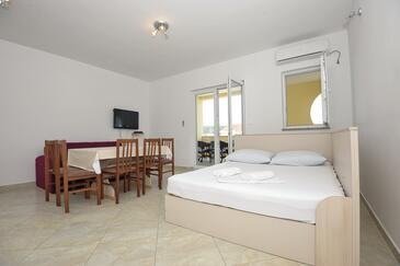 Stara Novalja, Obývací pokoj v ubytování typu apartment, s klimatizací a WiFi.