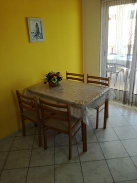 Kampor, Dining room in the apartment, (pet friendly) and WiFi.