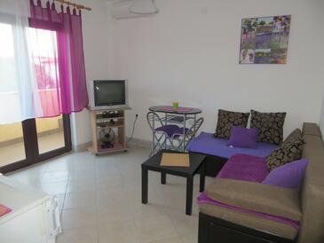 Okrug Gornji, Camera de zi în unitate de cazare tip apartment, aer condiționat disponibil şi WiFi.