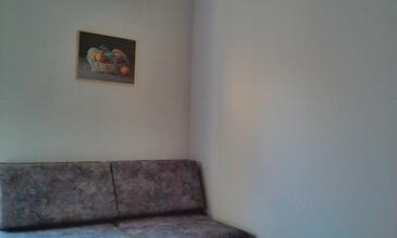 Njivice, Obývací pokoj v ubytování typu apartment, s klimatizací a WiFi.