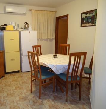 Pridraga - Cuskijaš, Столовая в размещении типа apartment, доступный кондиционер и WiFi.