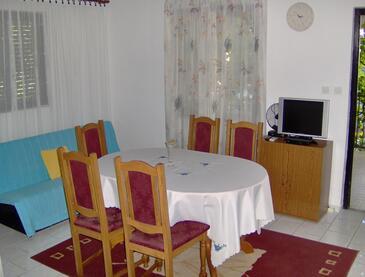 Milna, Jedáleň v ubytovacej jednotke apartment, klimatizácia k dispozícii.