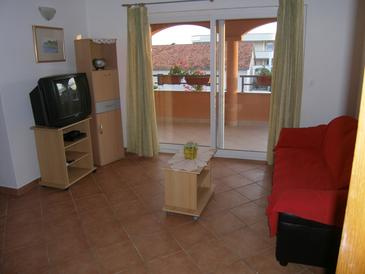 Sukošan, Living room in the apartment, air condition available, (pet friendly) and WiFi.