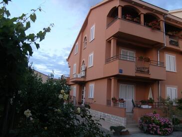 Sukošan, Zadar, Objekt 14970 - Apartmaji v bližini morja s prodnato plažo.