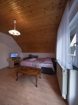 Smoljanac, Obývacia izba v ubytovacej jednotke apartment, klimatizácia k dispozícii, domáci miláčikovia povolení a WiFi.