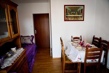 Kampor, Jedáleň v ubytovacej jednotke apartment, WiFi.
