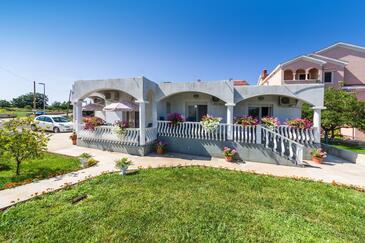 Zaton, Zadar, Объект 15000 - Апартаменты с галечным пляжем.