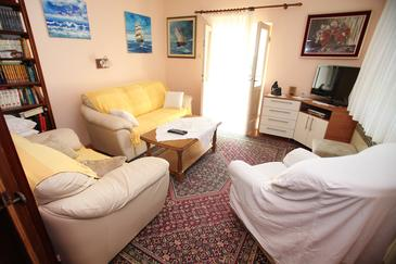 Trogir, Living room in the apartment, air condition available, (pet friendly) and WiFi.