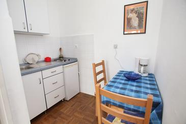 Trogir, Dining room in the apartment, (pet friendly) and WiFi.