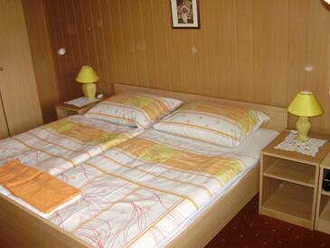 Kneževi Vinogradi, Спальня 1 в размещении типа room.