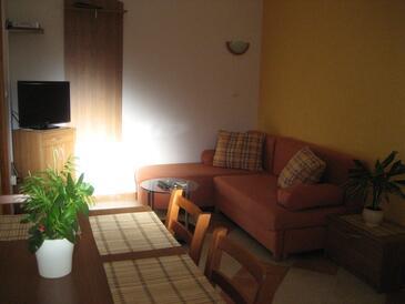 Hvar, Sala de estar in the apartment, air condition available, (pet friendly) y WiFi.