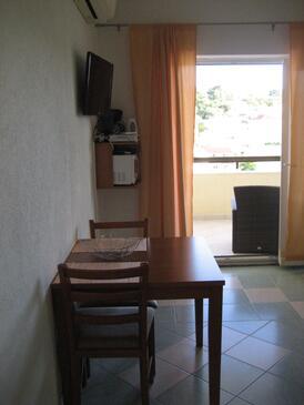Hvar, Jídelna v ubytování typu studio-apartment, s klimatizací, domácí mazlíčci povoleni a WiFi.