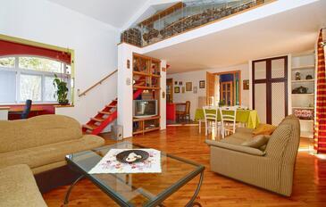 Kranceti, Obývací pokoj v ubytování typu house, s klimatizací, domácí mazlíčci povoleni a WiFi.