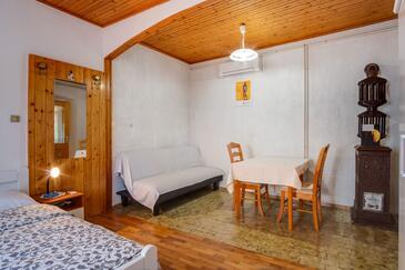 Mali Lošinj, Obývací pokoj v ubytování typu studio-apartment, s klimatizací, domácí mazlíčci povoleni a WiFi.