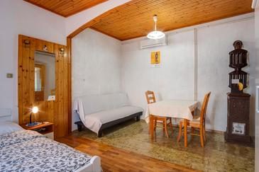 Mali Lošinj, Pokój dzienny w zakwaterowaniu typu studio-apartment, Dostępna klimatyzacja, zwierzęta domowe są dozwolone i WiFi.