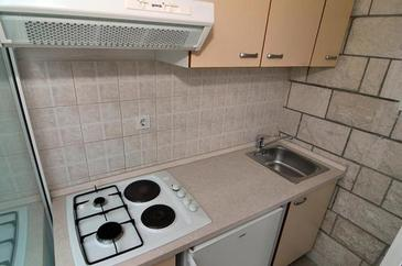 Baška Voda, Kitchen in the apartment, WiFi.