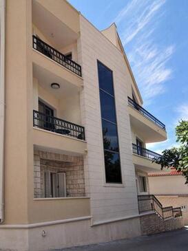 Baška Voda, Makarska, Property 15070 - Apartments with pebble beach.