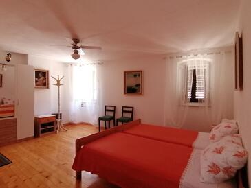 Plomin Luka, Spálňa v ubytovacej jednotke room, domáci miláčikovia povolení a WiFi.