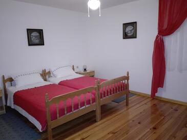 Plomin Luka, Ložnice v ubytování typu room, domácí mazlíčci povoleni a WiFi.
