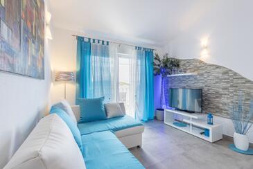 Pribinja, Obývací pokoj v ubytování typu studio-apartment, s klimatizací a WiFi.