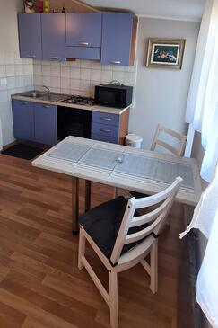 Rovinj, Dining room in the studio-apartment, (pet friendly) and WiFi.