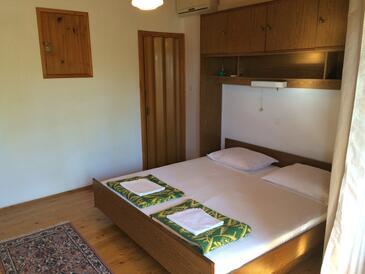 Supetarska Draga - Gonar, Ložnice v ubytování typu house, s klimatizací a WiFi.
