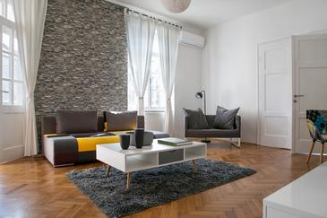 Zagreb, Living room in the apartment, air condition available, (pet friendly) and WiFi.