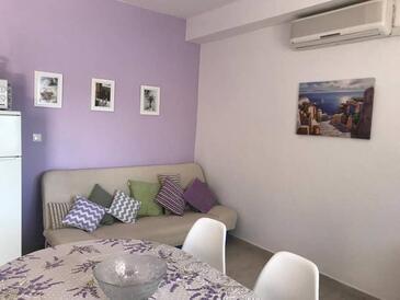 Račišće, Obývací pokoj v ubytování typu apartment, klimatizácia k dispozícii, domácí mazlíčci povoleni a WiFi.