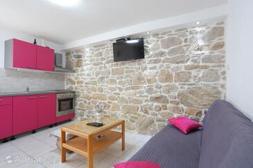 Kaštel Štafilić, Wohnzimmer in folgender Unterkunftsart apartment, Klimaanlage vorhanden, Haustiere erlaubt und WiFi.