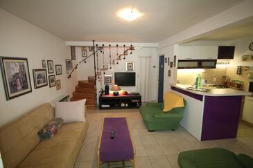 Sućuraj, Гостиная в размещении типа house, доступный кондиционер, Домашние животные допускаются и WiFi.