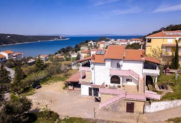 Kampor, Rab, Objekt 15144 - Ubytování s písčitou pláží.