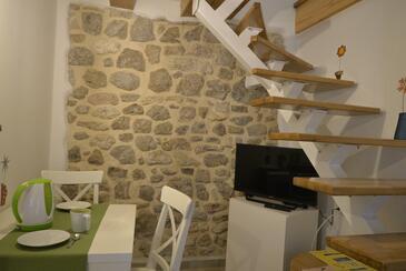 Cres, Jídelna v ubytování typu studio-apartment, s klimatizací a WiFi.