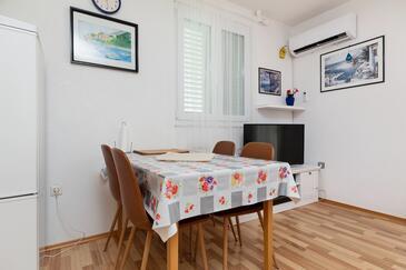 Pisak, Esszimmer in folgender Unterkunftsart apartment, Klimaanlage vorhanden und WiFi.
