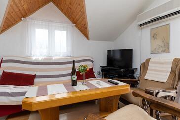 Pisak, Salon dans l'hébergement en type apartment, climatisation disponible et WiFi.
