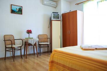 Makarska, Jídelna v ubytování typu studio-apartment, WiFi.