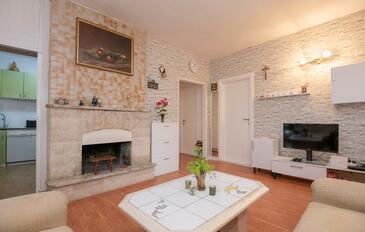 Grab, Obývací pokoj v ubytování typu house, s klimatizací, domácí mazlíčci povoleni a WiFi.