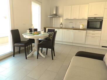 Baška Voda, Sala de estar in the apartment, air condition available y WiFi.