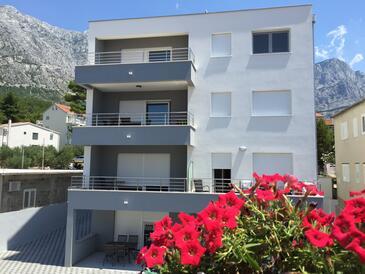 Baška Voda, Makarska, Property 15214 - Apartments with pebble beach.