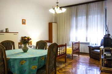 Zagreb, Dining room in the studio-apartment, WiFi.