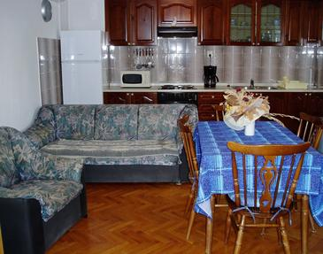 Tribulje, Living room in the apartment, (pet friendly) and WiFi.