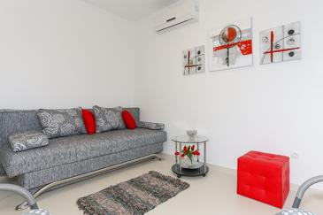 Tribunj, Living room in the apartment, air condition available and WiFi.