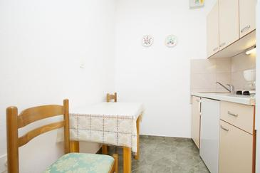 Stari Grad, Eetkamer in the studio-apartment, (pet friendly) en WiFi.