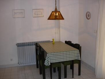 Punat, Столовая в размещении типа apartment.