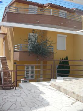Mali Rat, Omiš, Objekt 15262 - Apartmaji s prodnato plažo.