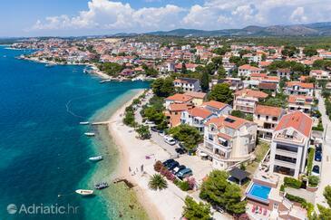 Brodarica, Šibenik, Property 15270 - Apartments near sea with pebble beach.